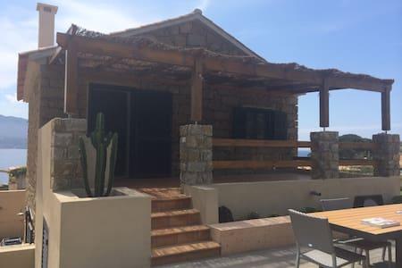 Maison en pierre face à la mer - Casaglione