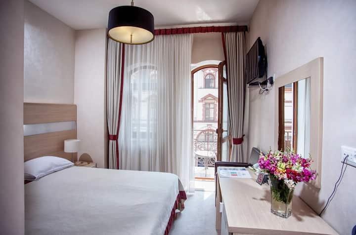 Классический номер в отеле Palais Royal Odessa