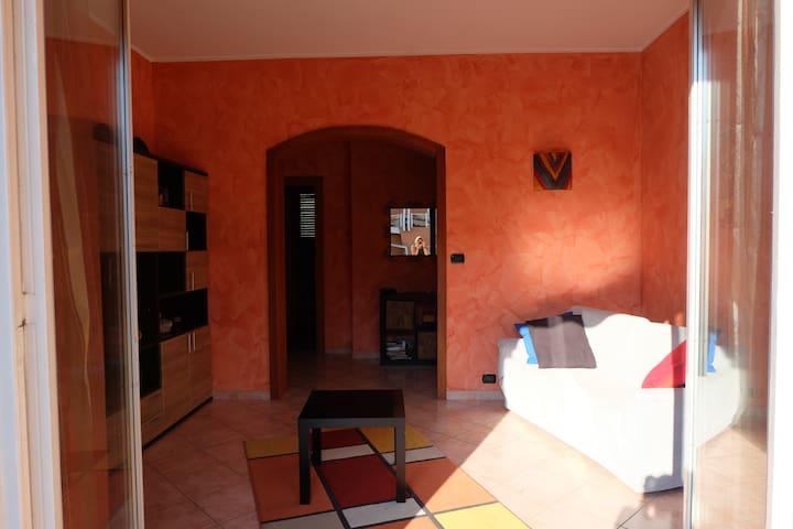 Luminoso appartamento nel centro di Alba - Alba - Wohnung