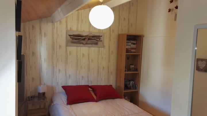 Chambre de 10m2 avec placard bureau