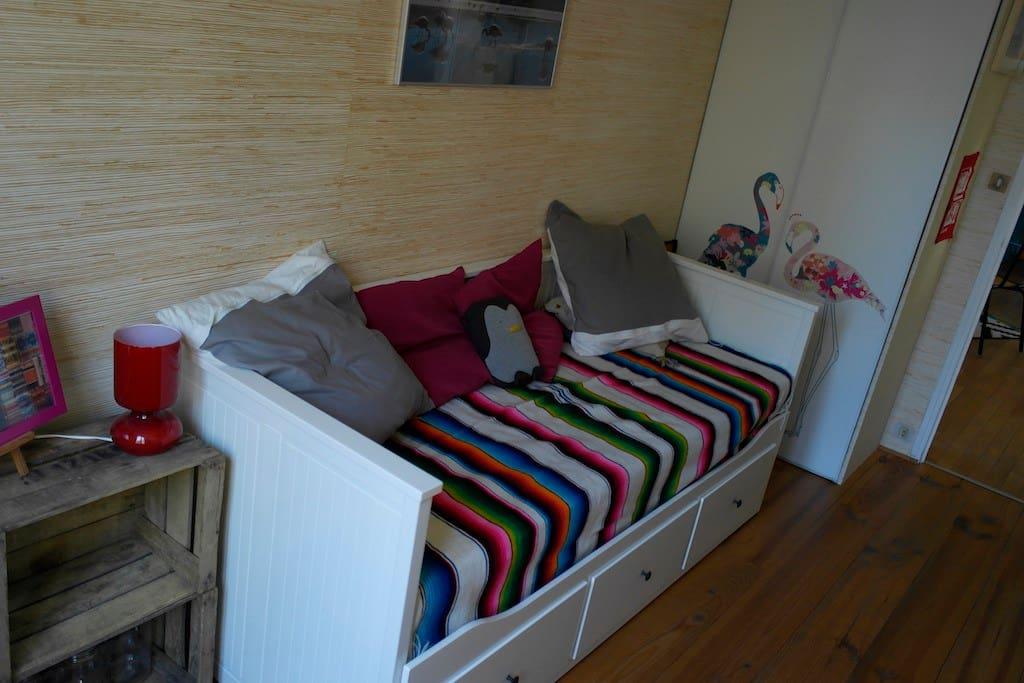 chambre dans appartement de caract re appartements louer grenoble auvergne rh ne alpes. Black Bedroom Furniture Sets. Home Design Ideas