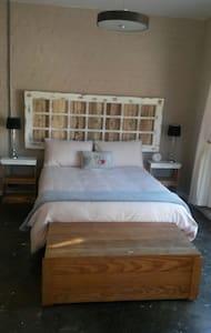 Centrally located Studio Flatlet - Кейптаун