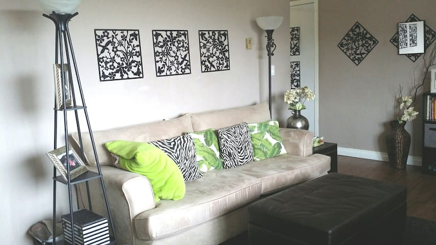 Comfortable Modern Space in Quiet Neighborhood - Oshawa - Apartamento