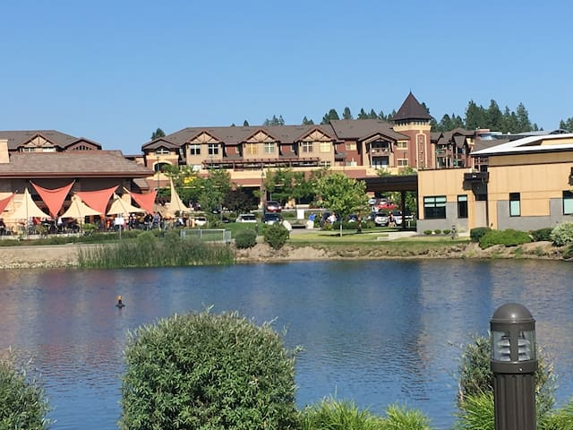 Coeur d' Alene Condo in dynamic Riverstone Village