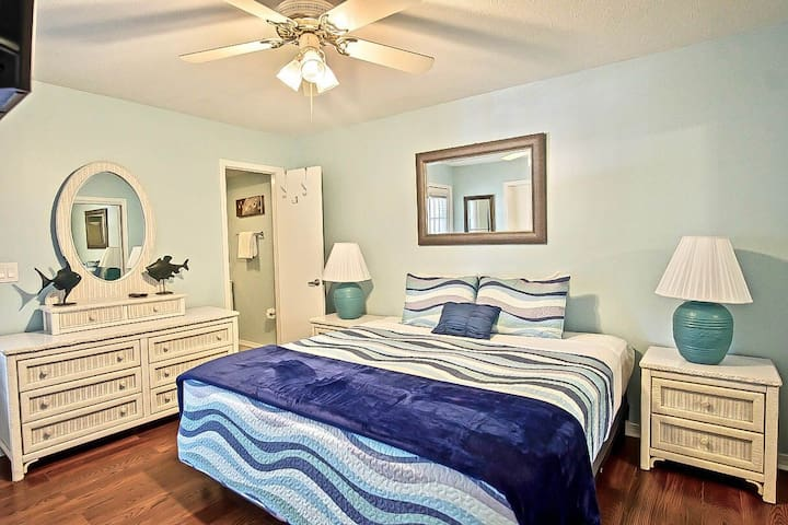 Master Bedroom has NEW KING size Bed & a private bath - with shower for extra privacy. 32 inch flat screen tv in the maste.