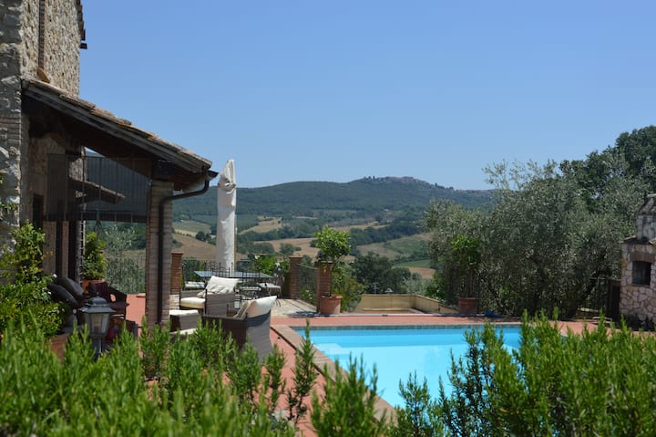 Casale in pietra con piscina a Lugnano in Teverina