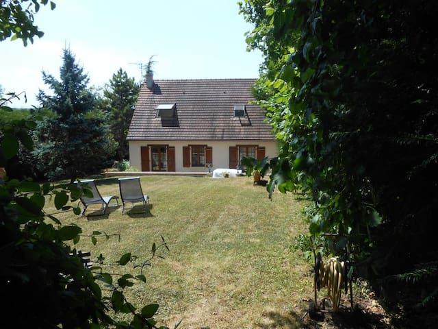 belle villa de 220 m² avec jardin de 1000 m² - La Ferté-sous-Jouarre - Ev