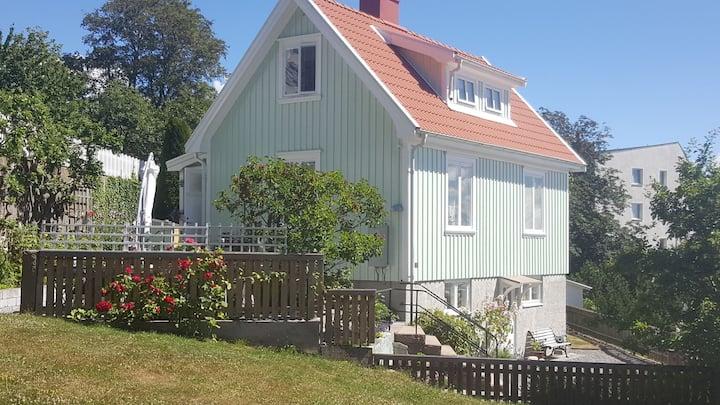 Charmigt hus i centrala Lysekil med wifi