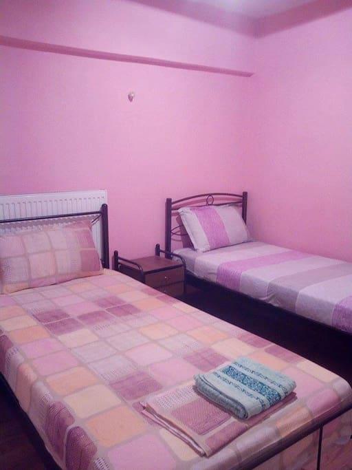 втората спалня  заедно с банята   за