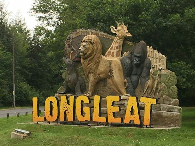 20 mins away. Animal safari and adventure park. Historical home of Lord Bath. Hot air balloon and other events. Check website.