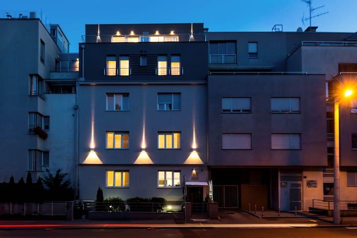 Madison Luxury Apartments****