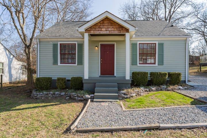 Quaint, Retro, West Nash Cottage