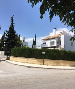 4 bedroom house, HOT TUB and 10 mins walk to beach - Marbella - House
