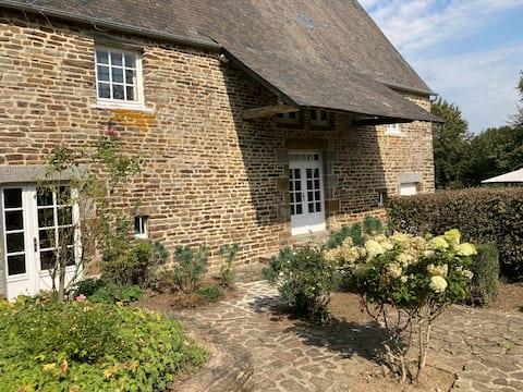 Cottage charmant: Le Jardin de la BOELTIERE
