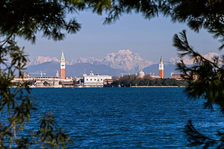 Ca'Vittorina: the city and the sea of Venice
