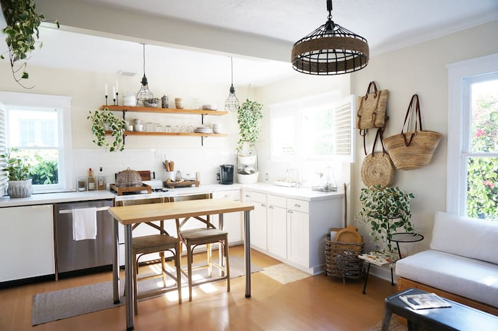 Charming Cottage by Venice Canals