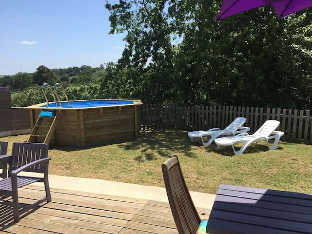 Charmante maison individuelle avec piscine - Briscous - บ้าน