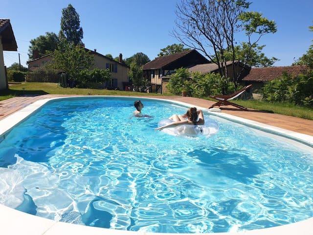 Gîtes Samalens étang piscine salle de jeux poneys