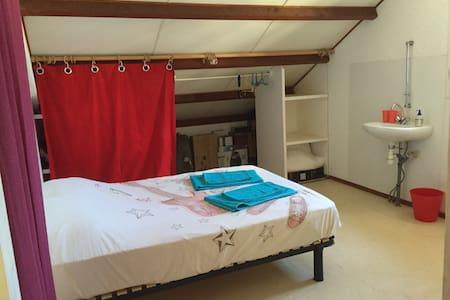 Chambre dans haut de villa - Noumea