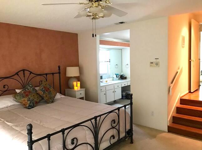 Entire home w/2 bedrooms in quiet neighborhood - ริเวอร์ไซด์ - บ้าน