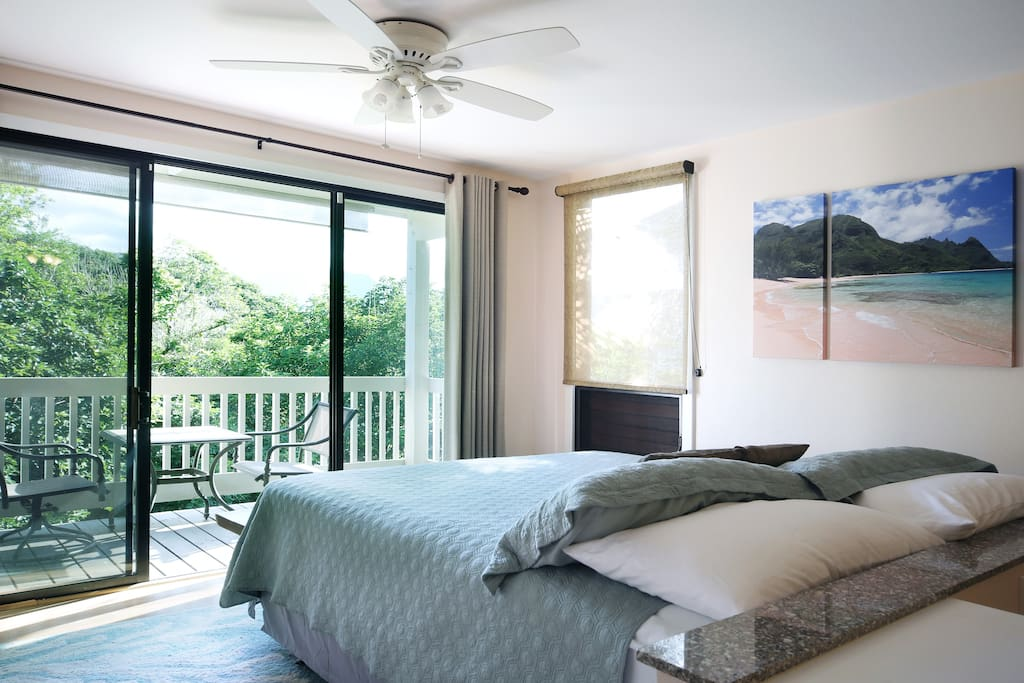 Wake up to jungle and mountain views from your comfy king bed!
