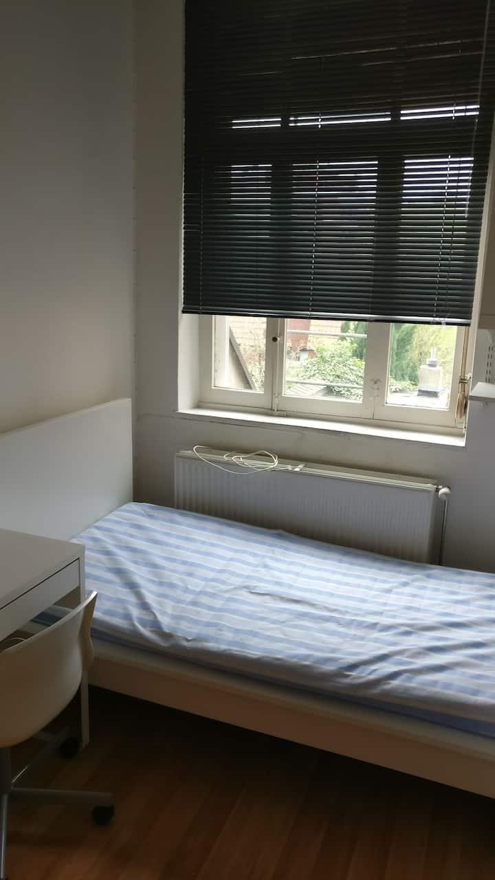 A clean modern room 4