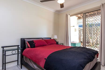 Charming Queenslander - Greenslopes