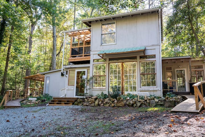 Charming, Handmade Retreat, 15 min to Chapel Hill