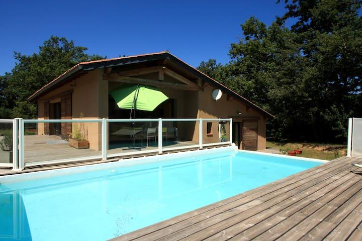Maison avec piscine près du lac - Vaudreuille - Huis