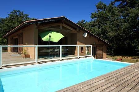 Maison avec piscine près du lac