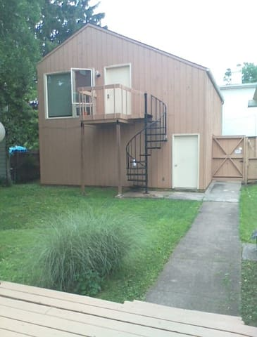 Large Tarzan Studio w Kitchenette in Mechanicsburg