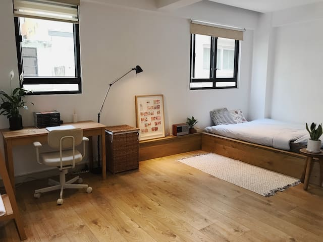 Lovely flat in trendy Sheung Wan