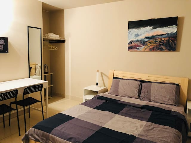 Cozy Bedroom Downtown Toronto Amazing Location