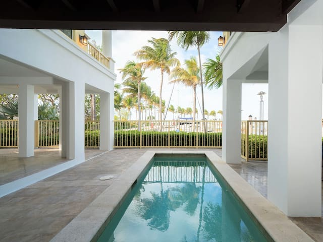 Marlin Bay Resort & Marina - Spacious Waterfront Home with Plunge Pool| 4 Bedroom, 4.5 Bathroom