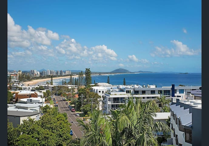 Oceanfront Alex-Mooloolaba with STUNNING views