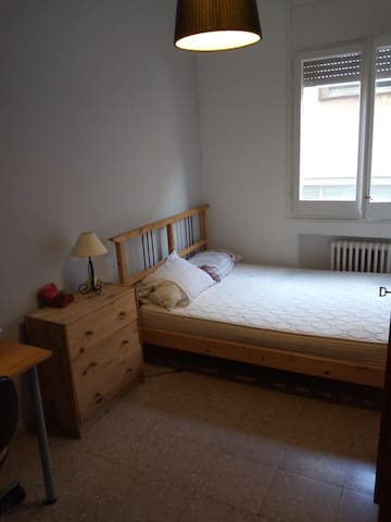 double bed room - close to Gracia & city centre