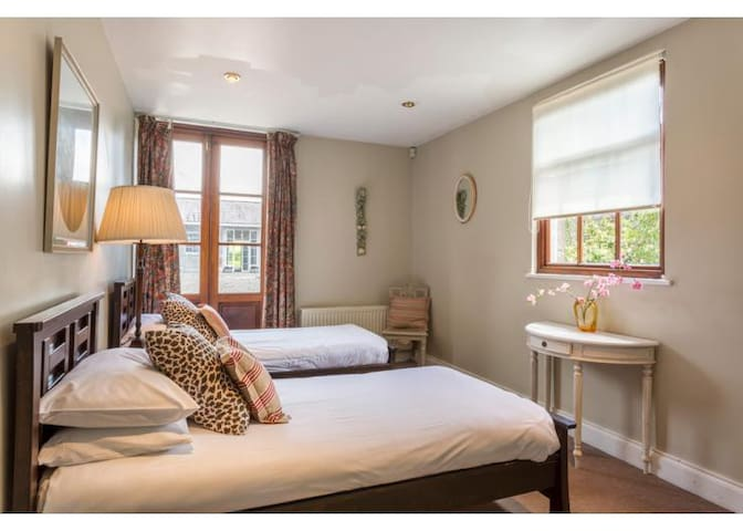 Loughcrew House - 4 Double/Twin bedrooms