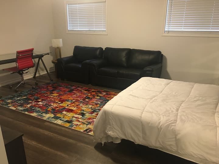 Affordable Cozy Bachelor Bsmt Apt for 2 or 1 Guest