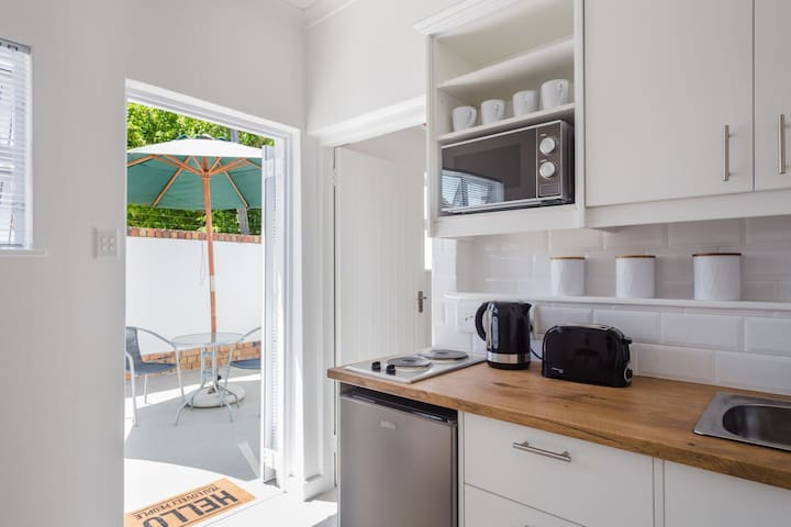 New studio flat with private outside courtyard