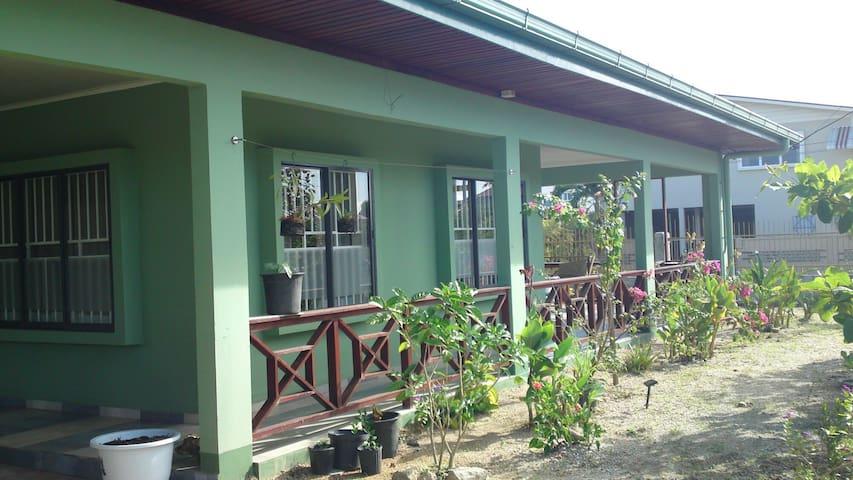 Oso Ronald - Surinaams appartement