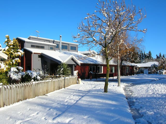 Homely, Alpine Style Lodge and BnB - Methven - Bed & Breakfast