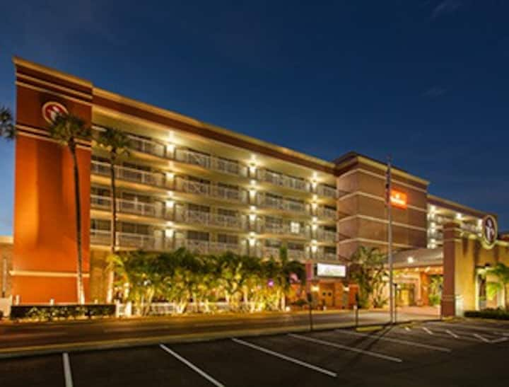 Relaxing Stay close to Shopping Malls in Westshore