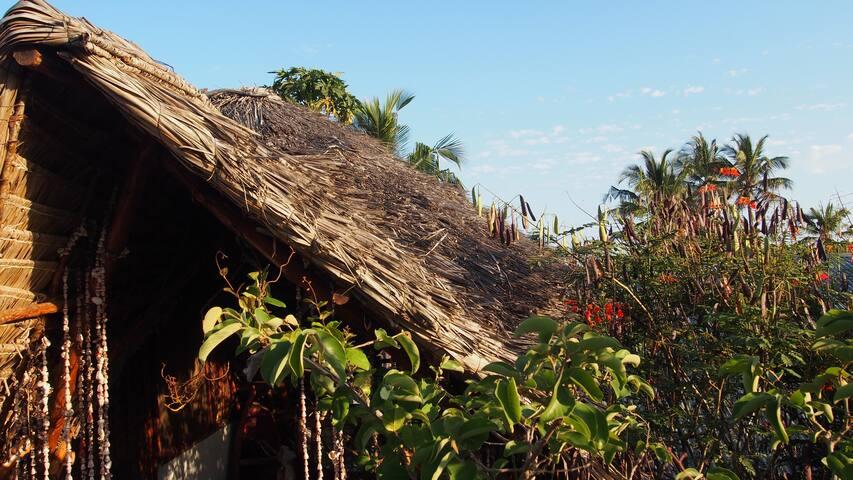 Caveman Lodge   rooftop & balkony for 2 (milango) - Kizimkazi Mtendeni
