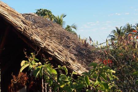 Caveman Lodge | rooftop & balkony for 2 (milango) - Kizimkazi Mtendeni - Hutte