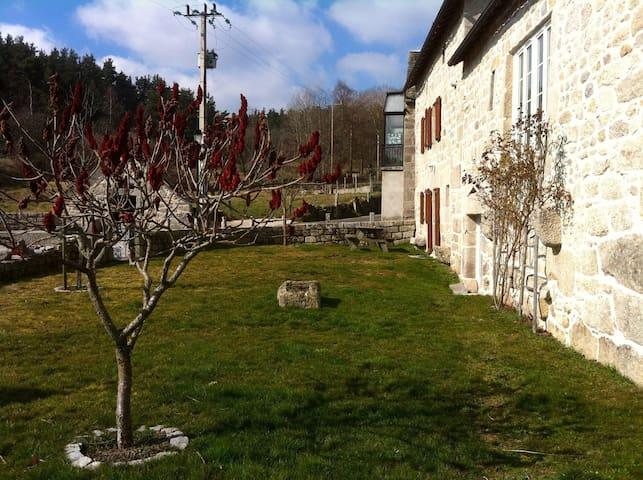 Gite Javols Chez Léa - Javols - Huis