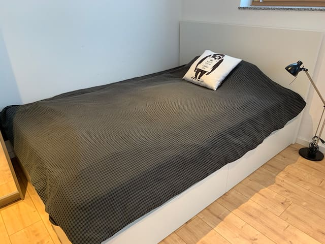 Double Bed 140x200, matrace: bodyguard QX foam, grade of hardness: medium or hard. Just turn it around.