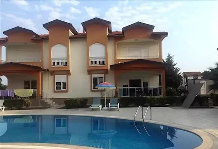 kiralık havuzlu eşyalı Lux villa sitesi 10 adet