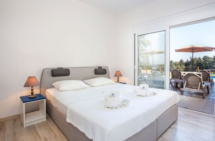 2nd bedroom on the ground floor with ensuite bathroom. Direct access to the terrace. Window shutters are operated electricaly.
