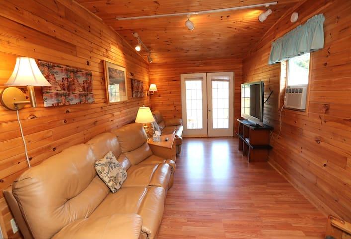 Parkside Cottages & Suites - Deluxe 3BR Suite