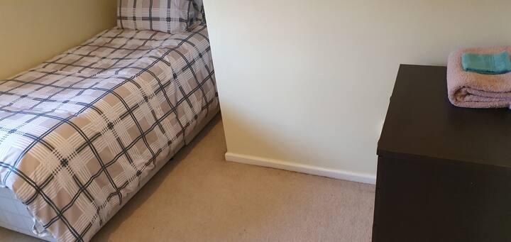 Peaceful single bedroom
